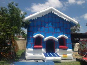 CHRISTMAS HOUSE 5X5M PLAIN JUMPING CASTLES 5X5 AGES FROM 1 TO 12